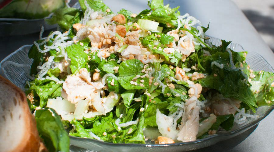 Fresh salad with chicken and peanuts